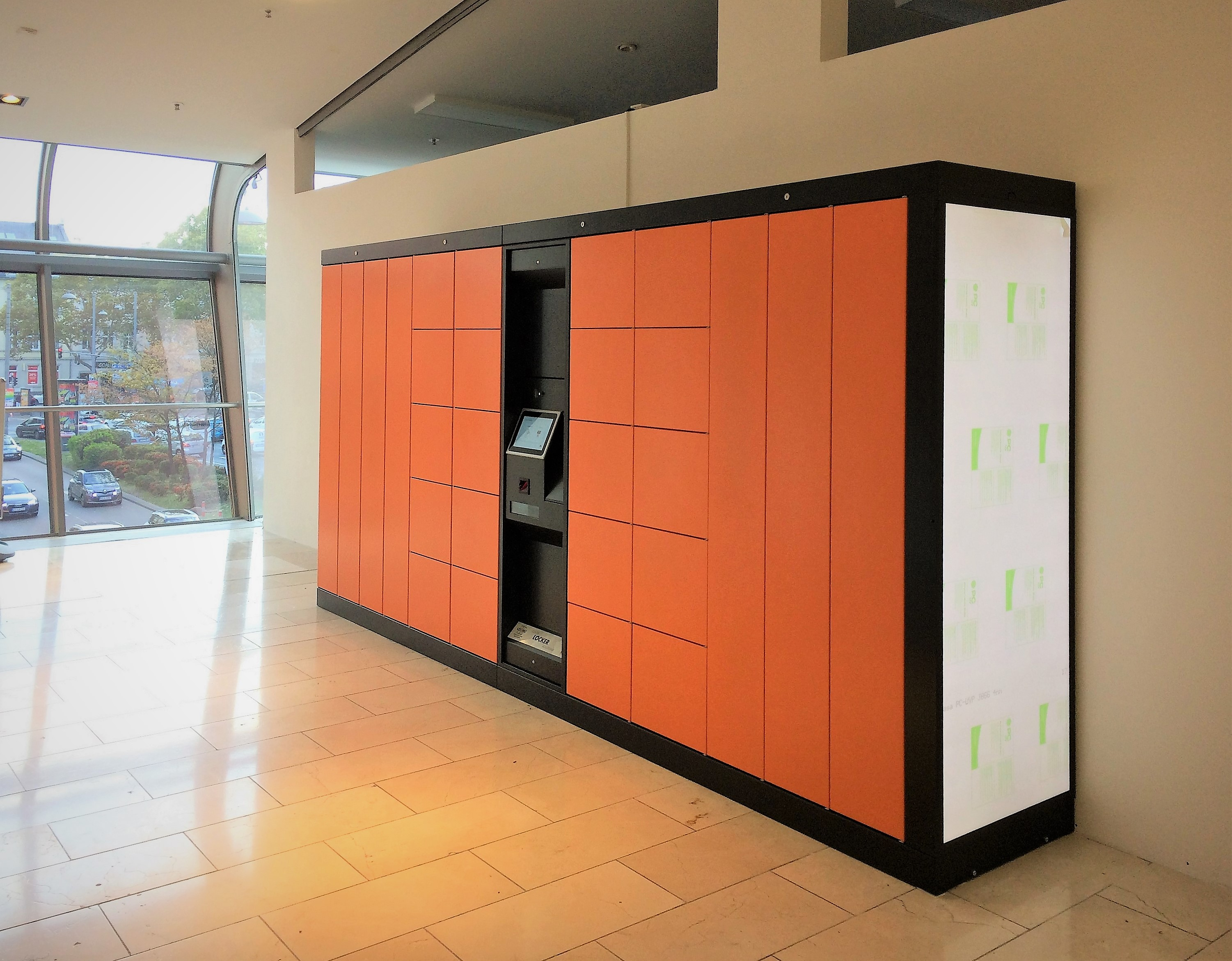 Special solution Servicebox. Special system for shopping mall: Smart lockers for shopping bags with deposit system. A combination of luggage lockers Locksafe5 and pickup station Servicebox. LockTec offers a locker solution for every application.
