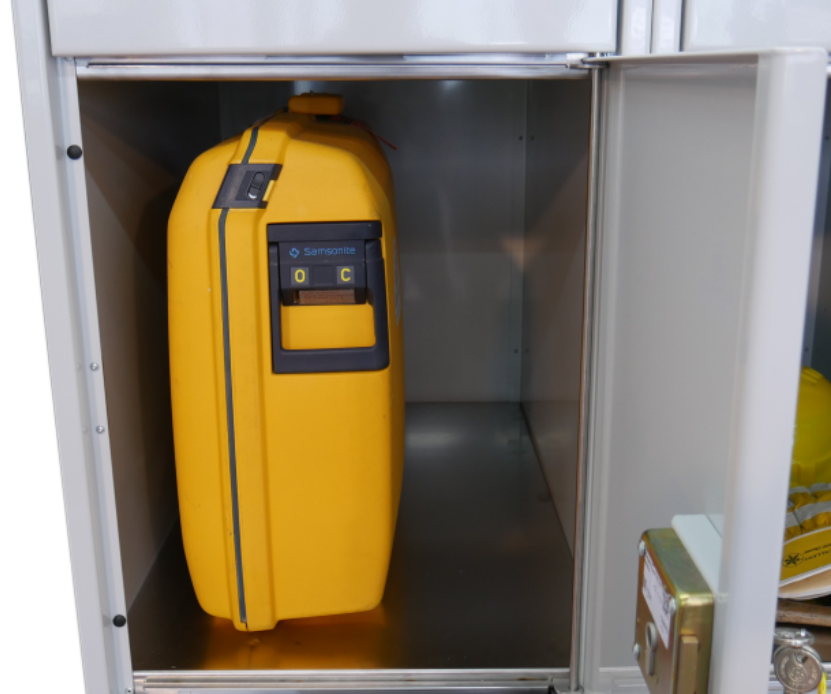 Steel locker – Locksafe mechanic: shock and impact resistant due to solid steel sheet construction.