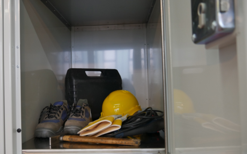 Steel locker – Locksafe mechanic: steel locker cabinet for your employees to store valuables or as a transfer box for tools and equipment.