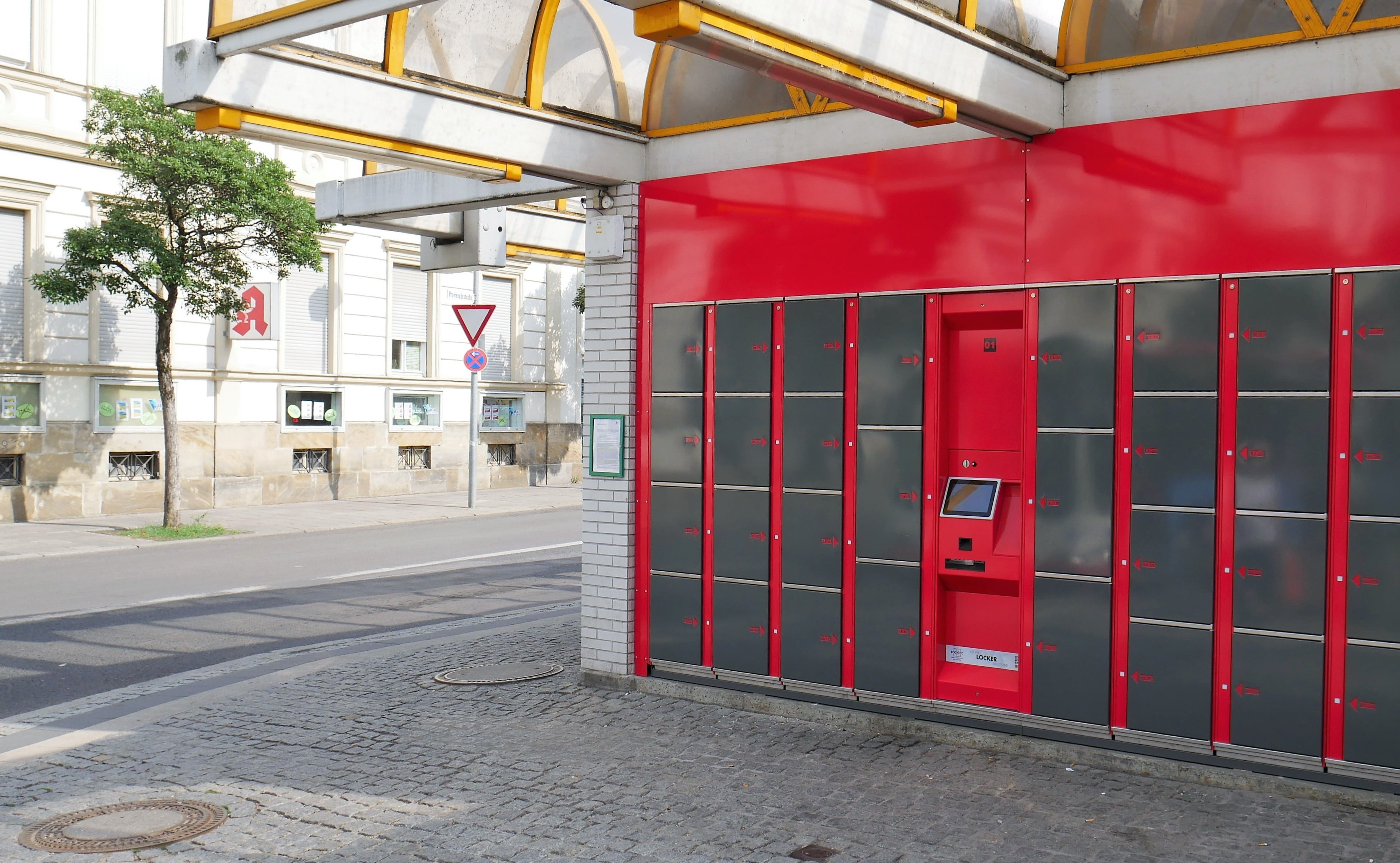 Smart lockers for the bus station in Bamberg - locker solutions by LockTec