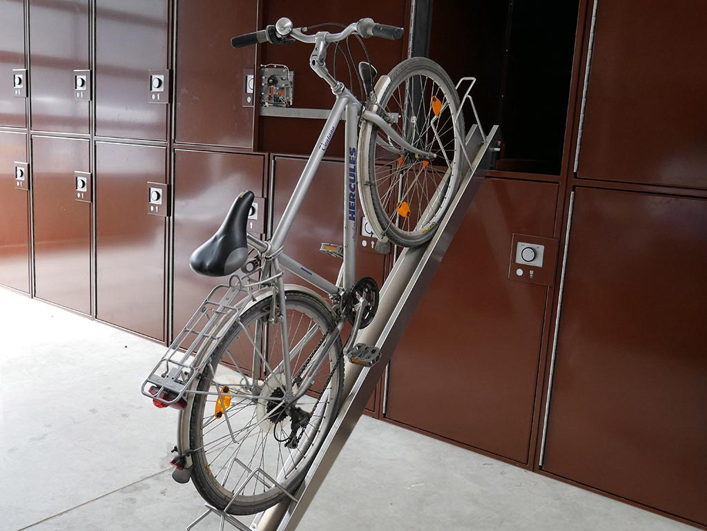 Bicycle locker Velosafe – bicycle garage compartment with guide rail for bicycles guarantees easy use.