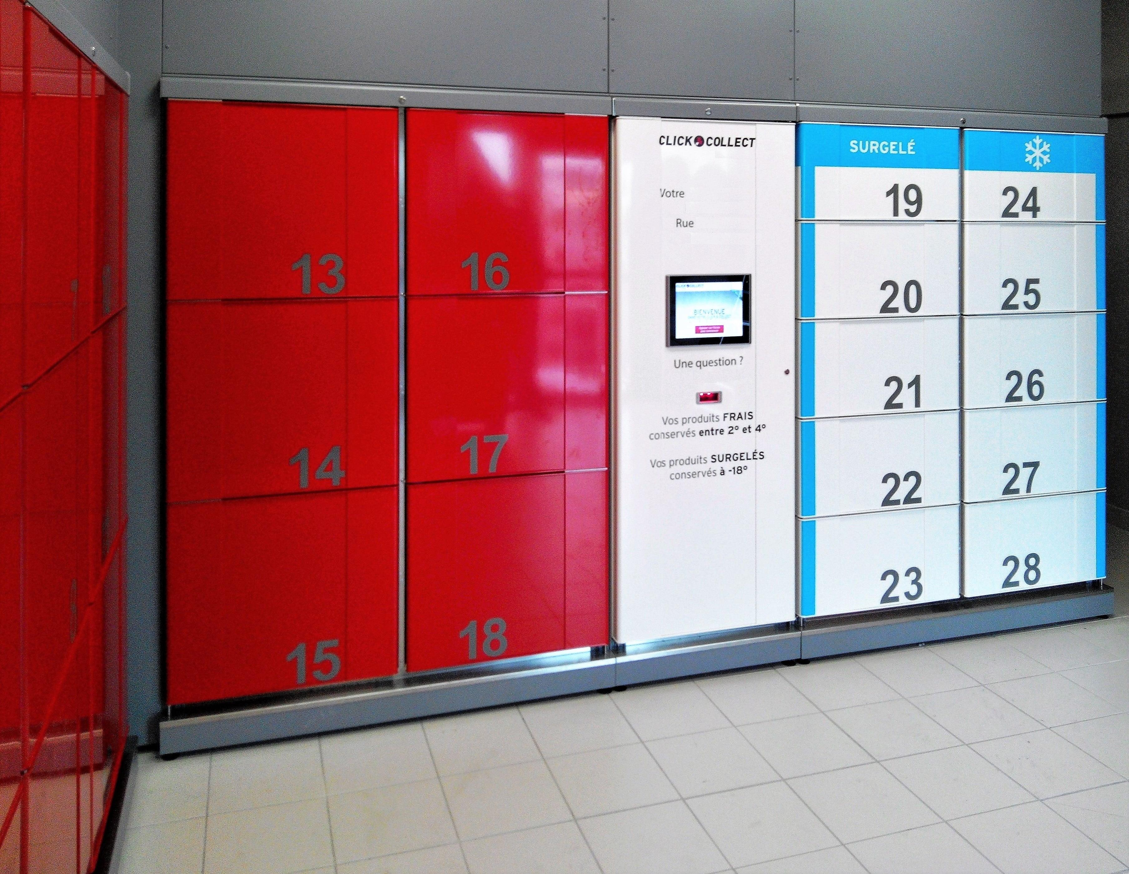 Taquillas refrigeradas – cool lockers. Estación de recogida de alimentos en el interior.