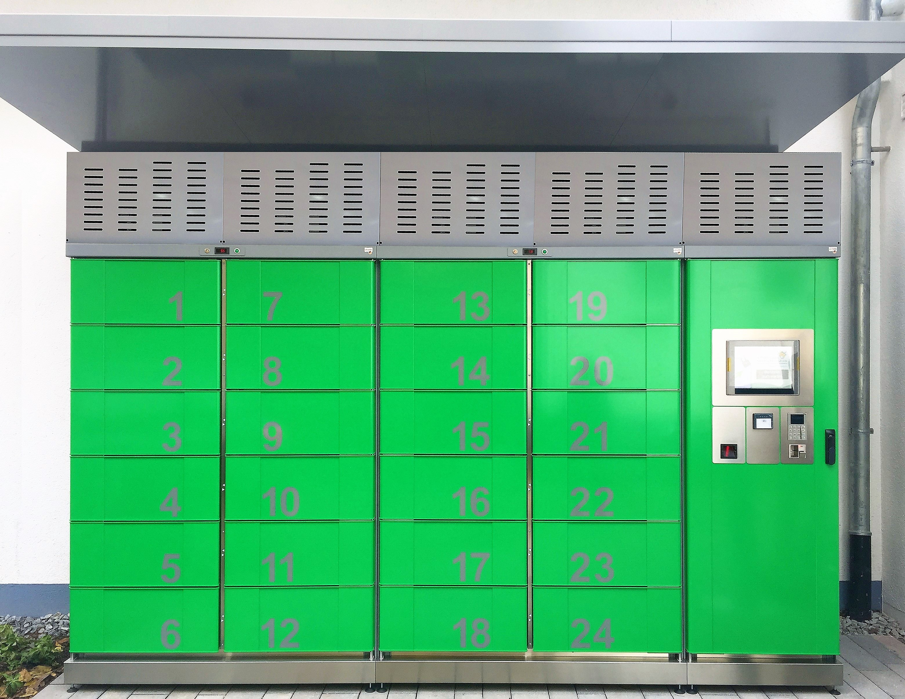 Pickup station cool lockers