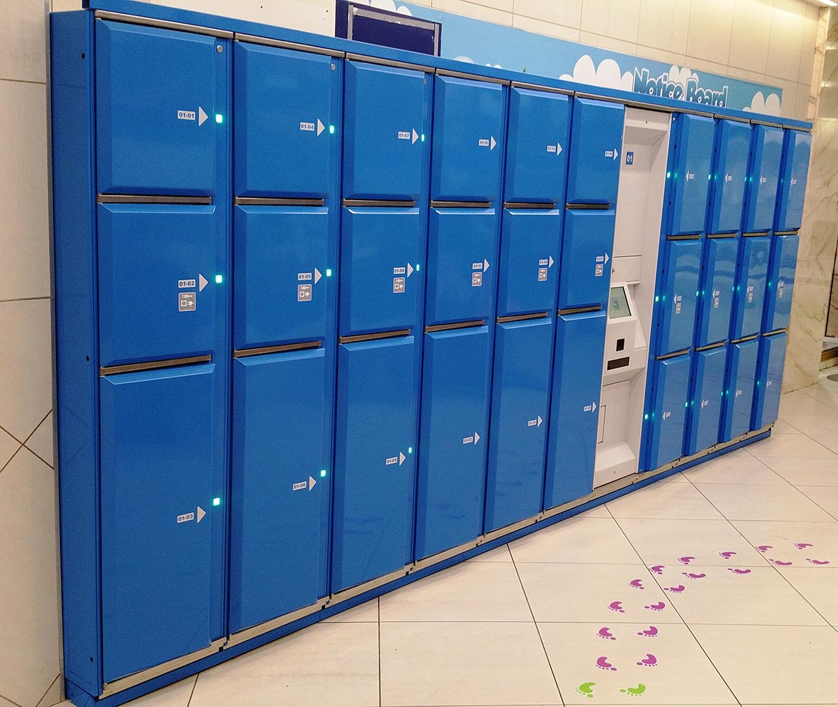 Smart lockers Locksafe5 – steel lockers with power chargers in each locker compartment to charge electronic devices.