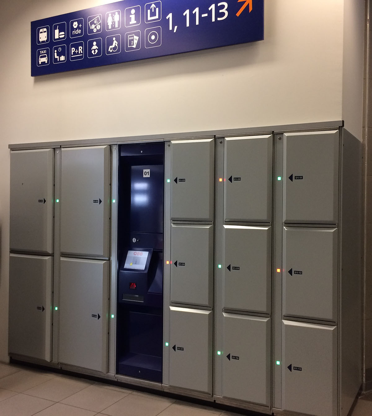 Smart lockers Locksafe5 – keyless locker system with multilingual user interface for easy use.