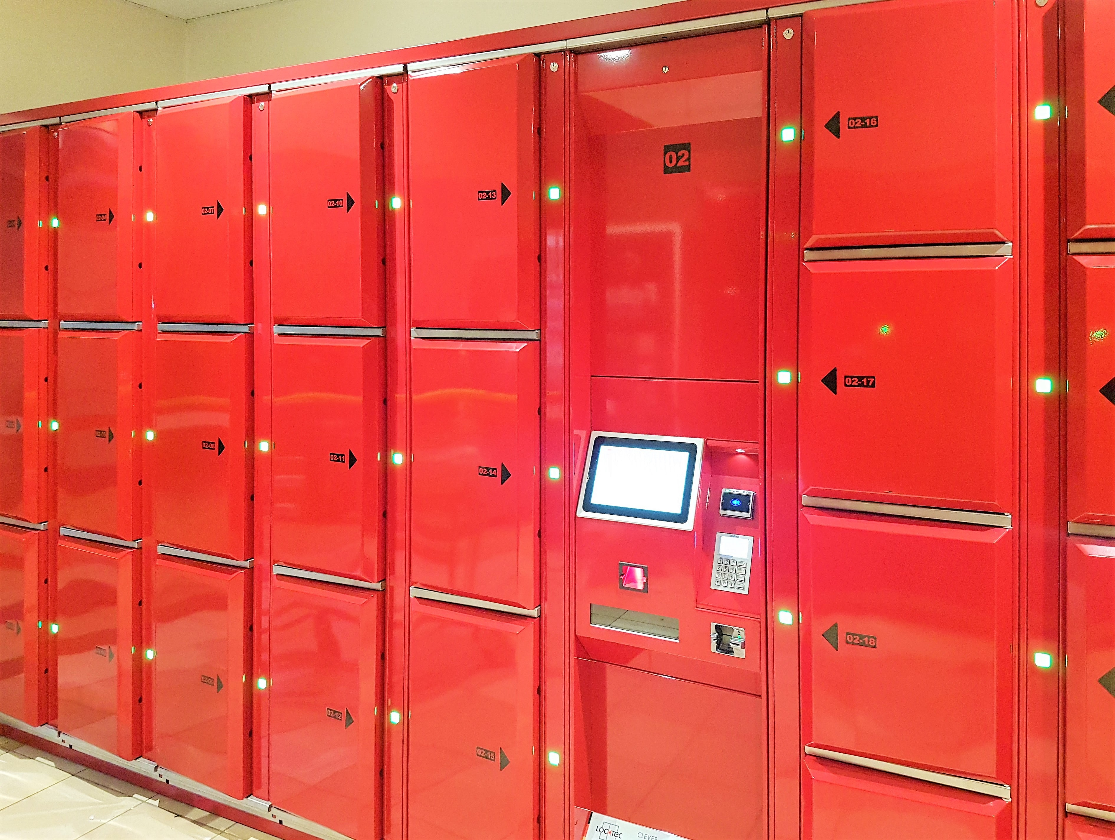 Smart locker system - Locksafe by LockTec. Electronic lockers for Danish railway. Luggage lockers Locksafe: Bags and suitcases can be stored in various locker compartment sizes. Ideal for train stations, airports and bus stations.