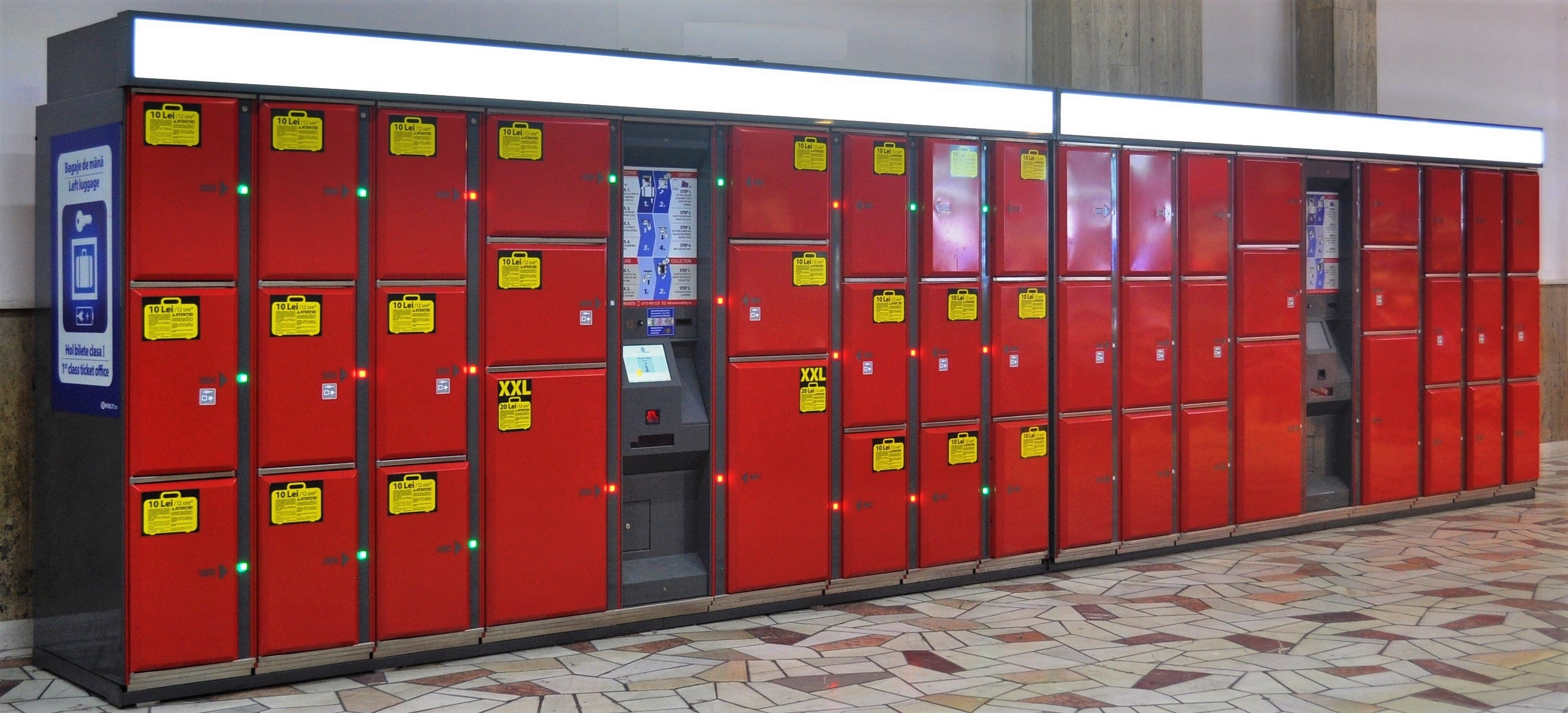 Smart lockers Locksafe5 – keyless lockers: two locker cabinets with various compartment sizes and two user stations.