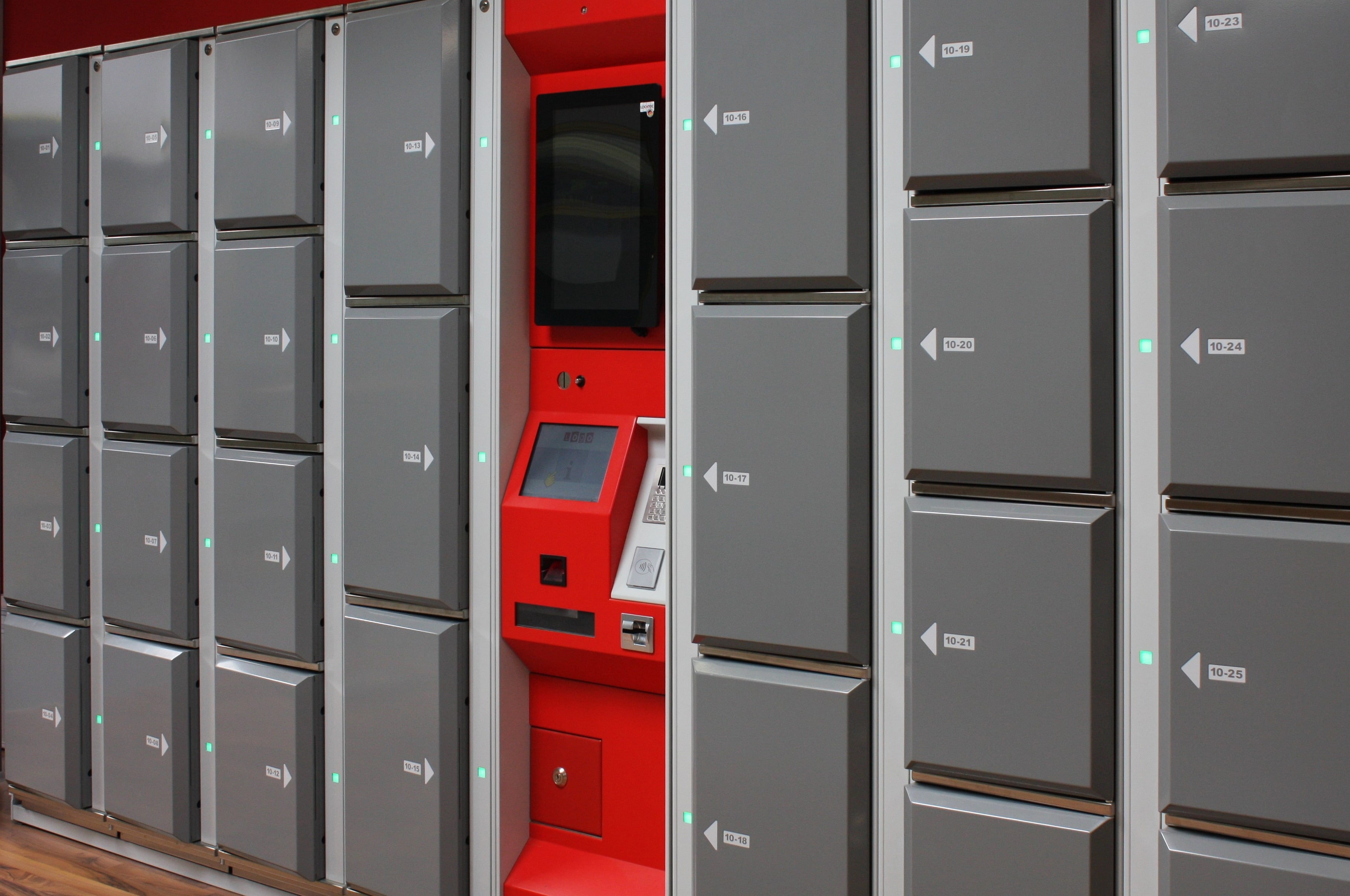 Smart lockers Locksafe5. Steel lockers guarantee safe storage of luggage, bags, electronic devices and belongings.