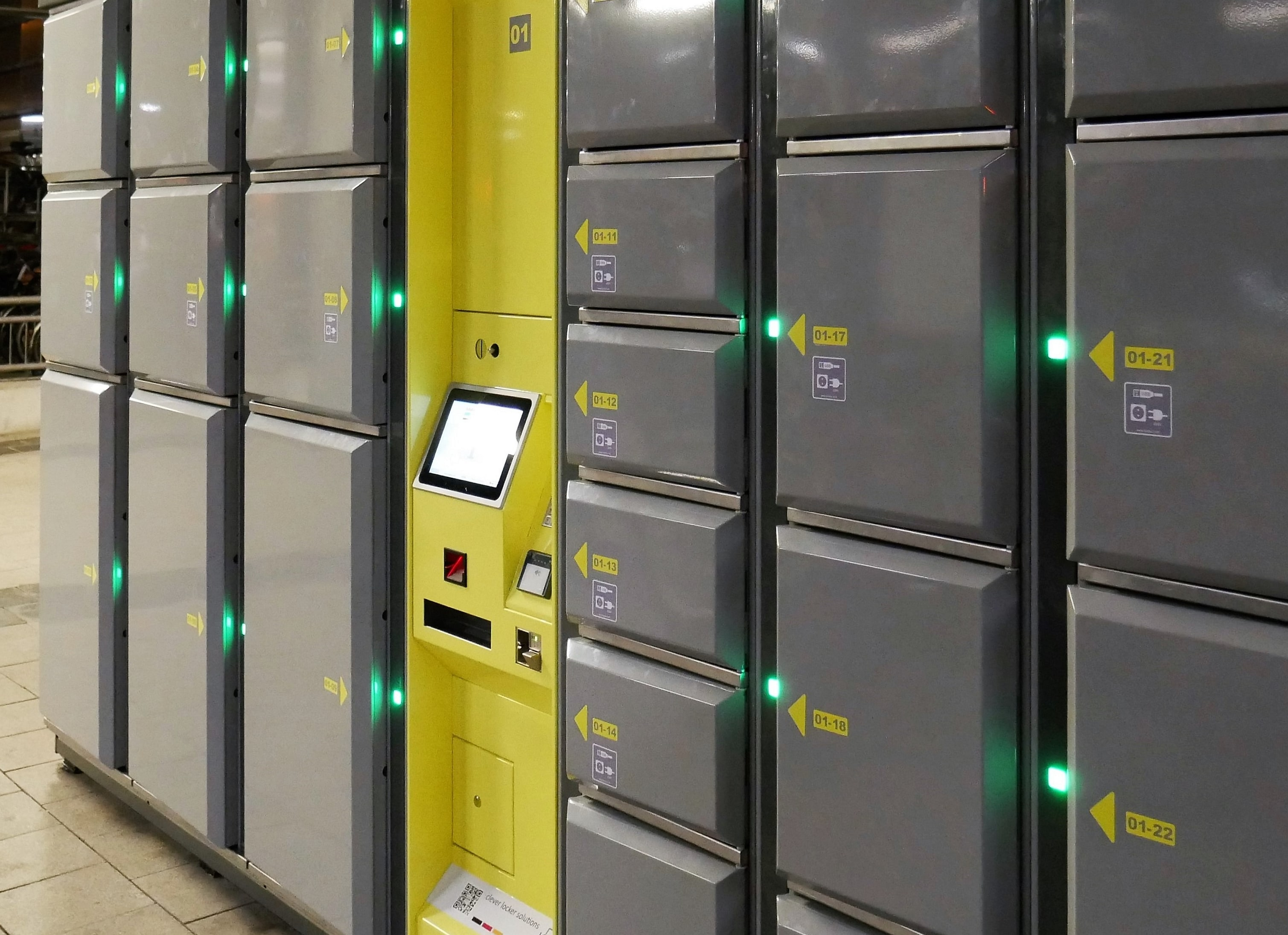 Smart lockers Locksafe5. Keyless locker system indoors for storage of luggage, electronic devices and other equipment.